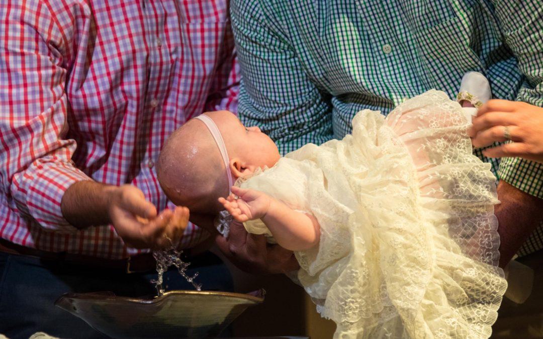 Organiser un baptême pour son enfant.